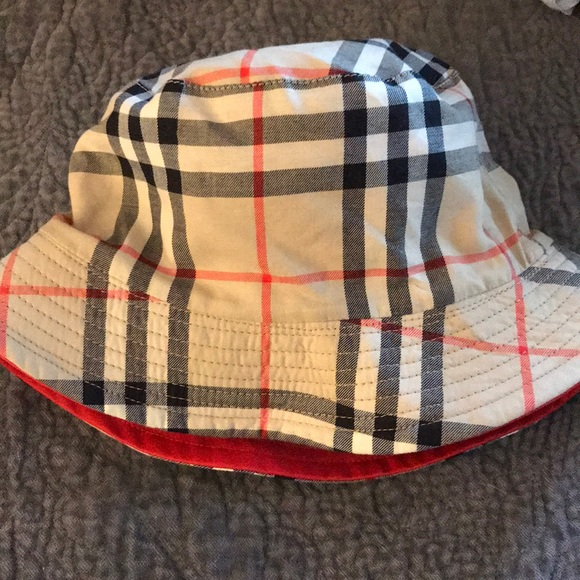851804250e2 Burberry Accessories - Burberry reversible bucket hat